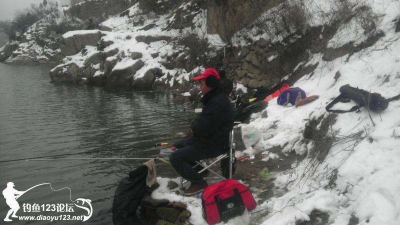 欒川釣魚人獨釣寒江雪