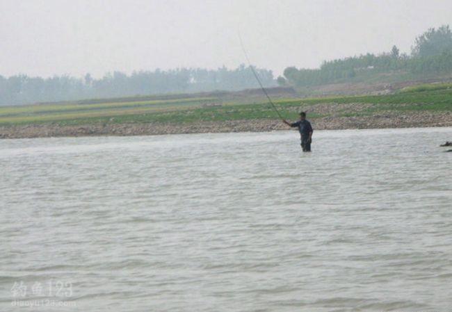 钓鱼钓位之疯狂的钓鱼人