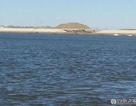 春季嫩江江畔钓沙湖