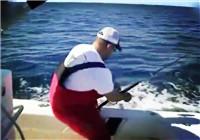 《海钓视频》 外国钓友路亚海钓收获连连