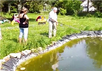 《钓友原创钓鱼视频》 夫妻坑塘钓鱼连竿上鱼