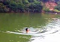 《钓友原创钓鱼视频》水库钓鲢鳙鱼时不幸钓竿被拉跑