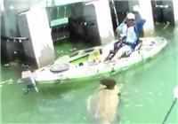 《钓友原创钓鱼视频》 钓到一尾比船还要大的石斑鱼