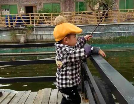 萌宝出动,钓鱼再从娃娃抓起 老鬼饵料钓鲤鱼