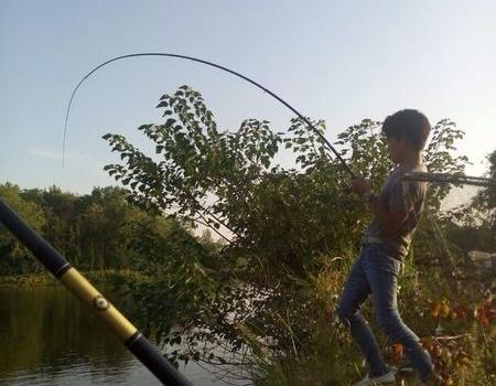雨后天晴搏大物 拟饵钓草鱼