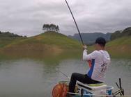 《白条游钓》游钓万峰湖,转战深水回湾,遇草鱼疯狂闹窝