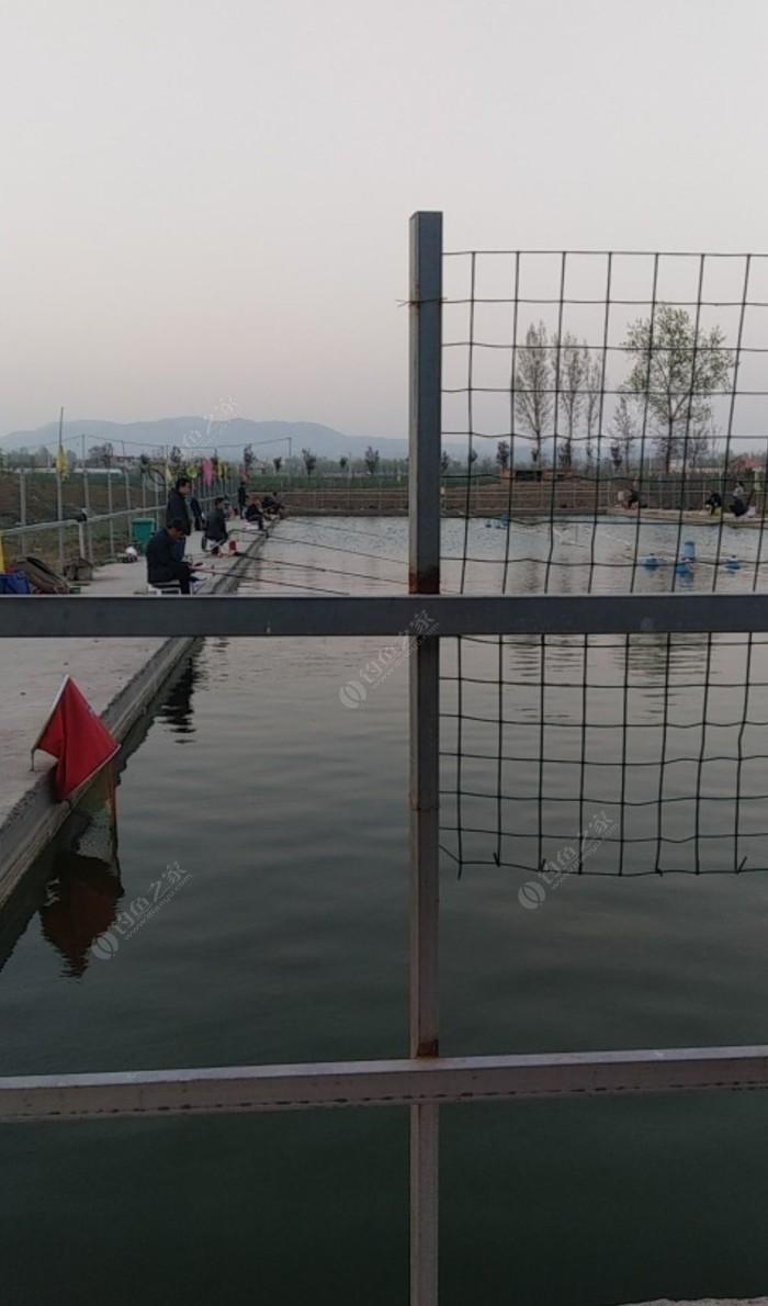 梨园钓鱼塘