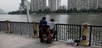 偶遇坐轮椅出钓的龙8,见证生命的乐观与精彩!