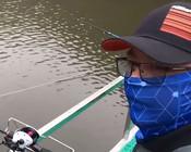 《户外老曹》岸边的鱼越来越难钓了,试一试筏钓,说不定有好效果!
