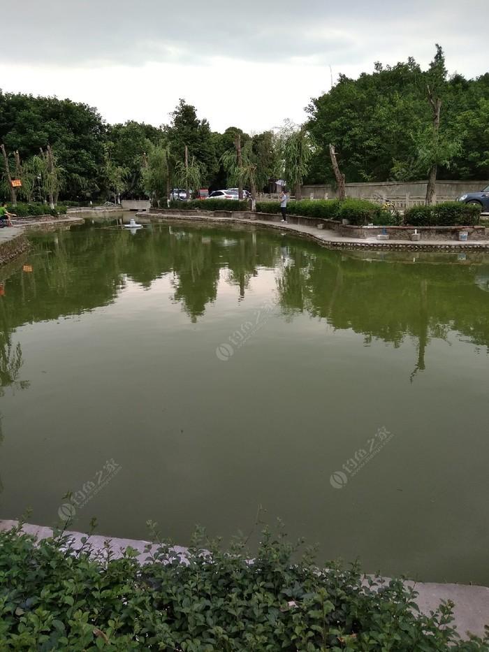 月亮湾垂钓池