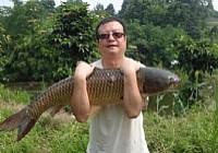 佛阴利群水库0.8号鱼线钓起22斤大草鱼