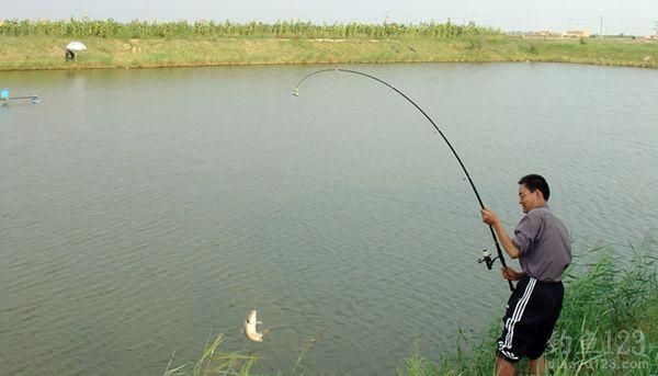 夏季垂釣海竿的幾種釣法