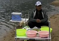 《化绍新钓鱼视频》如何配制鱼饵
