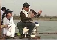 《邓刚钓鱼视频》 钓大鲫鱼和大型鱼的技巧视频