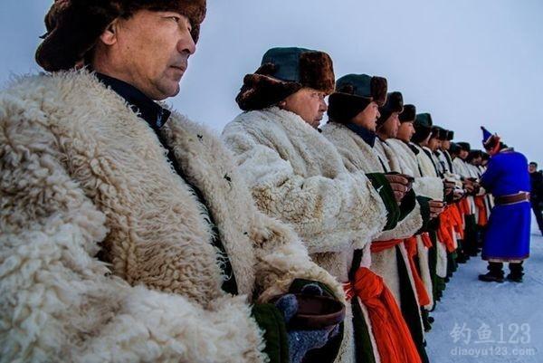2015年新疆博斯腾湖冬季捕鱼活动头网捕获15吨